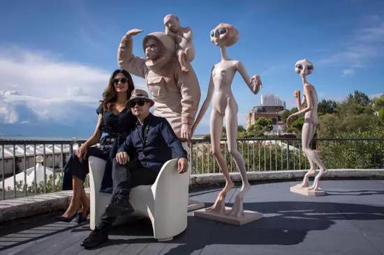 意大利国宝级影星玛莉亚·嘉西亚·古欣娜塔与傅榆翔共同拍摄宣传资料图片