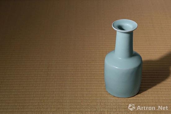 益田孝男爵珍藏 龙泉粉青釉纸槌瓶
