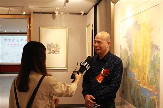 展览画家 郑辉煌先生接受央视书画频道采访