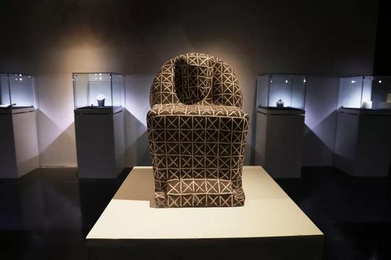周雷《埃及坐像》 60X40X40cm 陶 2018
