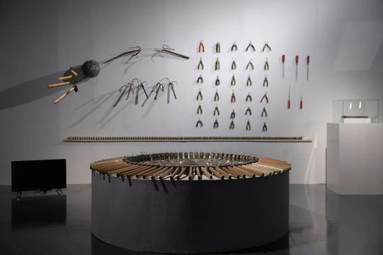 王洪博《原物系列》400x450X280cm 金属、木 2018