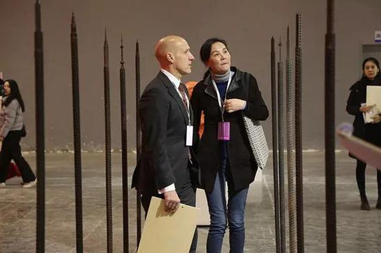 奥克兰大学依兰姆美术学院院长Peter Neil Shand在评选现场