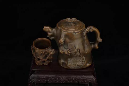 《松灵石壶、石杯》