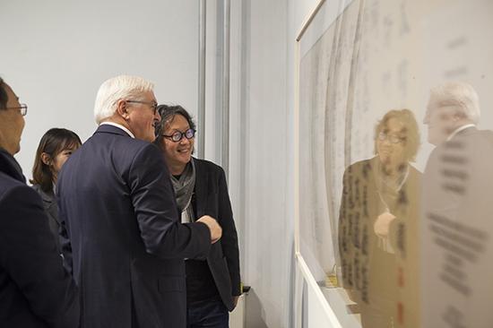 德国总统施泰因迈尔与中国艺术家徐冰