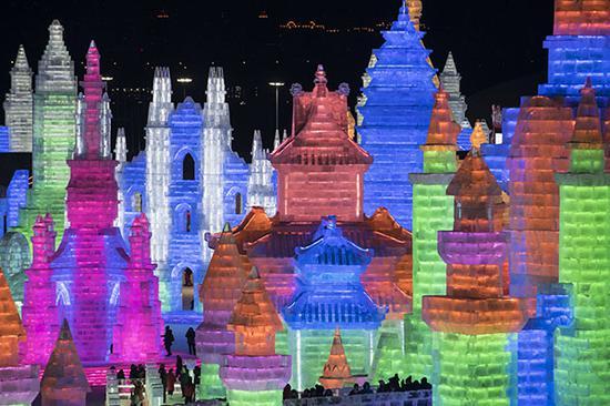 夜晚的冰雕建筑