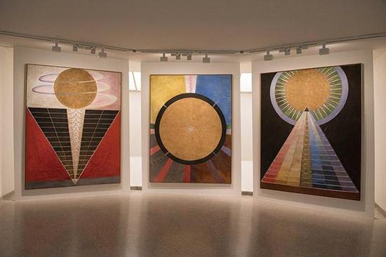 """""""希尔马·阿夫·克林特:为未来绘画""""展览现场"""