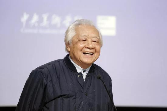 中央美术学院前党委书记、著名雕塑家盛杨
