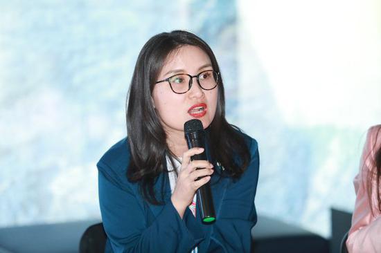 V-ART艺委会副主席吴艳女士发言