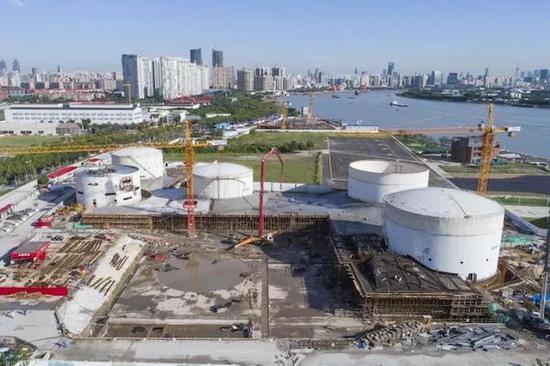 建造中的油罐艺术中心