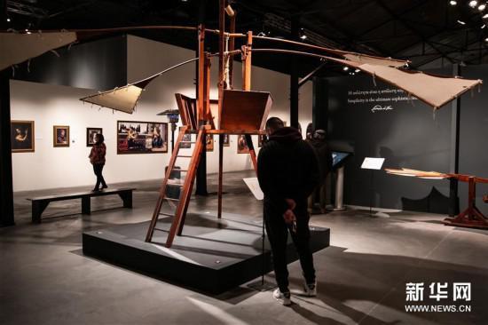 3月15日,在希腊雅典,参观者观看《达芬奇:天才500年》展览。