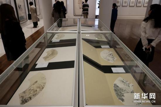 3月20日,观众在香港中文大学文物馆参观展览。