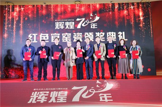颁奖嘉宾与获奖陶瓷艺术家代表现场合影