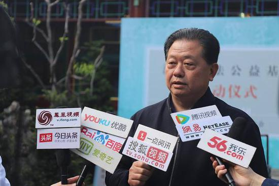 华民慈善基金会理事长 卢德之先生接受采访