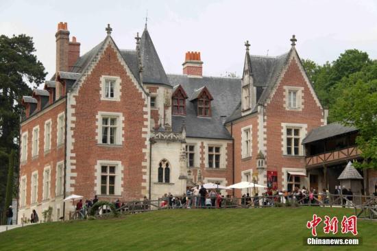 欧洲文艺复兴巨匠达芬奇于1519年5月2日在法国卢瓦尔河谷城镇昂布瓦斯去世,享年67岁。中新社记者在达芬奇逝世500周年之际,探访这位历史名人在法国的暮年居所和安息之地。图为达·芬奇的暮年居所克洛吕斯城堡。中新社记者 李洋 摄