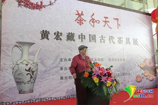 2013年,黄宏在普洱市博物馆举办茶具展。资料图