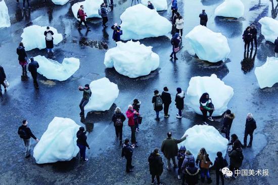 2018年,埃利亚松在伦敦市中心放置的冰山?图片:Lifegate
