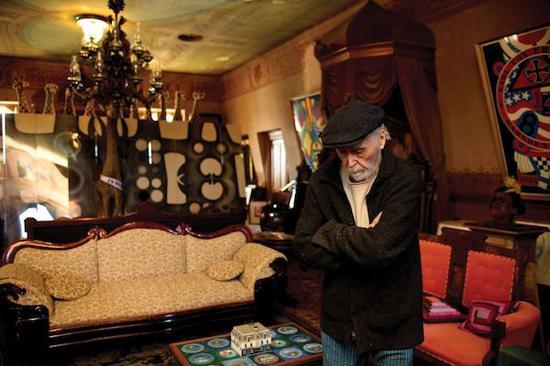 2012年,罗伯特・印第安纳在家中。