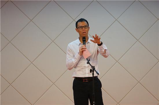 海上文化中心主任董闽刚