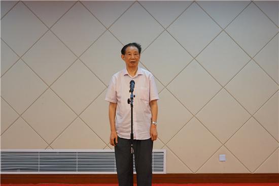 上海警备区原副司令员相守荣少将宣布展览开幕