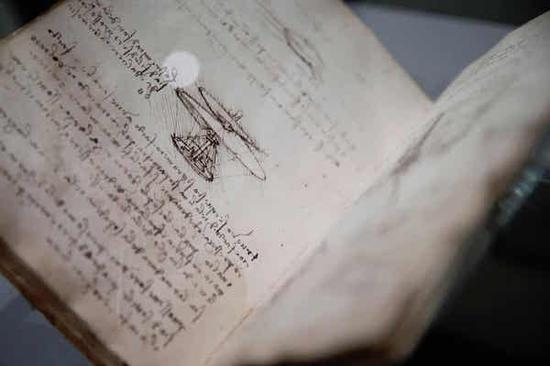 达芬奇最最伟大的是飞机坦克手稿