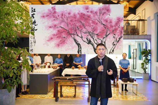 江左桃林——汪海华浪漫写意作品展在水象空间举行