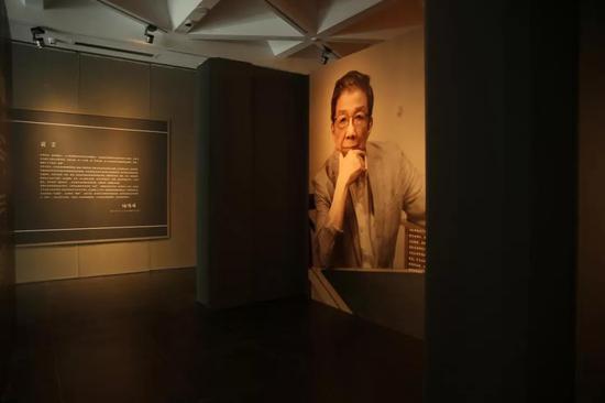 何怀硕作品展在北京举办