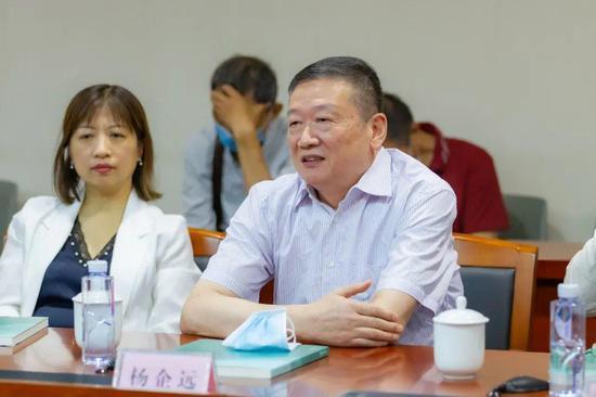 原省美术馆党总支书记、常务副馆长杨企远致辞