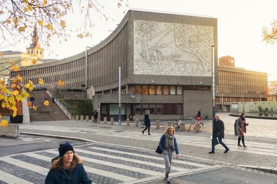 毕加索大型壁画不顾反对被拆下