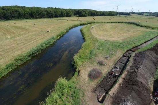 图为发掘出古日耳曼战士遗骸的托伦瑟古战场