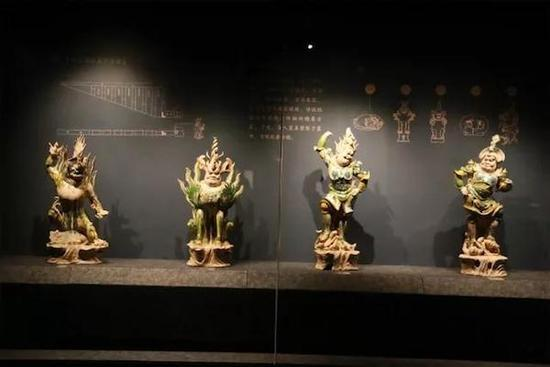 三彩釉陶天王俑