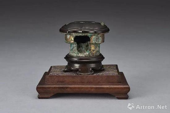 Lot 2148 汉 铜鎏金竃 H:5cm