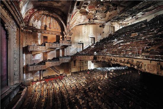 亨克-范-伦斯伯格亚当斯剧场由杜梦堂画廊提供