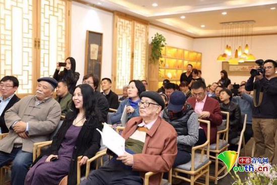 黄宏在京参加《拾花集》--宋秦晋中国画艺术展。本人供图