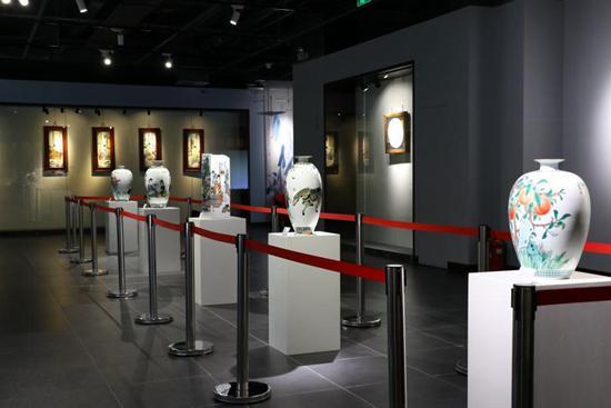 开幕式上,北京陶瓷艺术馆馆长陈美霞致辞