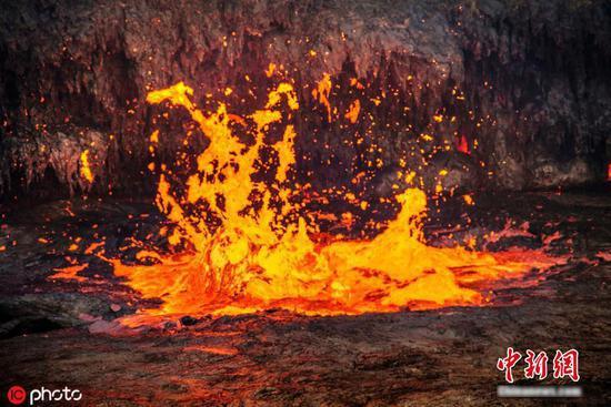 盘点摄影师拍下永久火山熔岩湖的壮丽景观