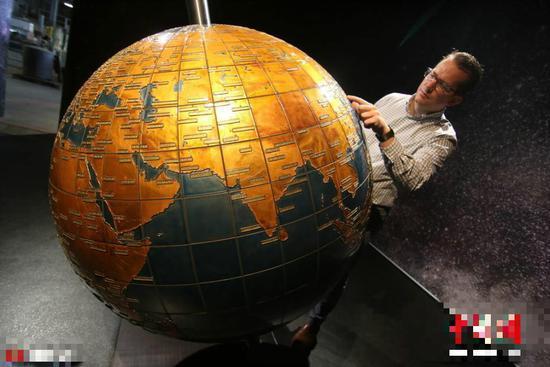 德伦堡Harzkristall玻璃制造厂展出了世界上最大的玻璃地球仪