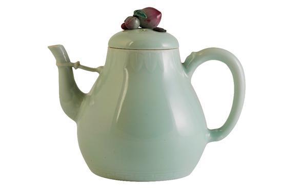 乾隆年间茶壶在英国高价落槌 超估价1000倍