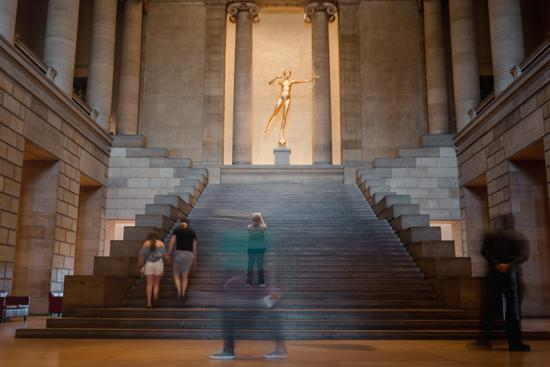 圣·高登斯(Saint-Gaudens)的镀金狄安娜像 图:Hannah Yoon for The New York Times