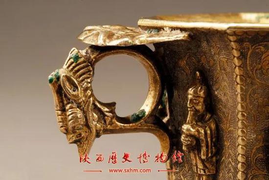 伎乐纹八棱银杯 唐 陕西历史博物馆藏,因为当时用的焊药里含铜,连接处已经产生了绿色的铜锈