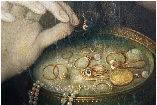 传说中的首饰盒、各种首饰。