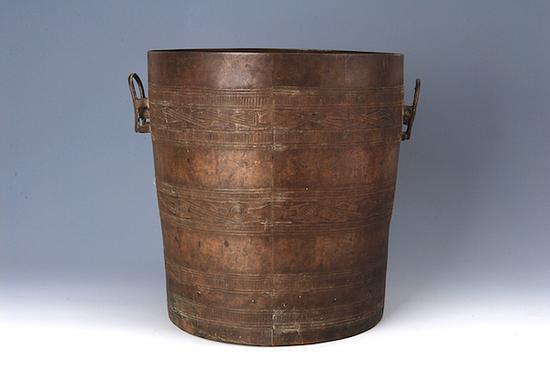 勾连雷纹铜桶