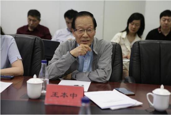 国家教育咨询委员会委员、国家教育考试委员会委员、北京圣陶教育发展与创新研究院院长王本中