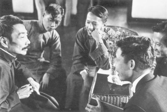 鲁迅与青年木刻家 沙飞摄 1936 喷墨打印