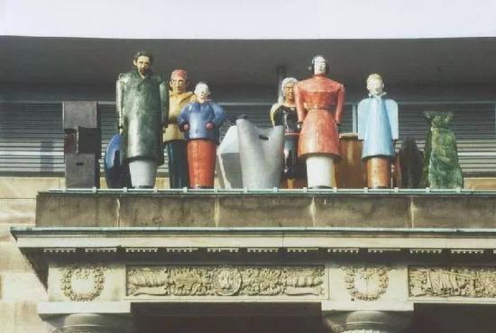 托马斯�q舒特《陌生人》彩色雕塑,1992年