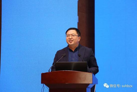 中国城市雕塑家协会副秘书长、中城雕传统雕塑研究中心副主任尚荣担任论坛主持