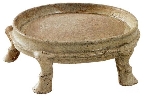 南朝青瓷五足砚,高14厘米、口径22厘米,江西省博物馆藏