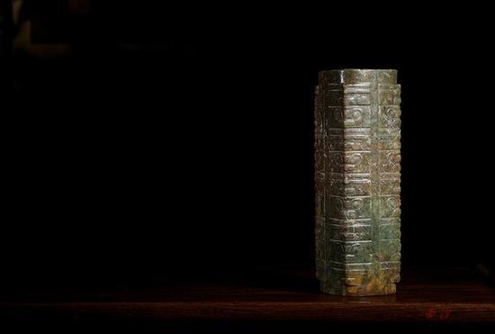 西泠秋拍丨致敬良渚文化 神人兽面纹九节大玉琮