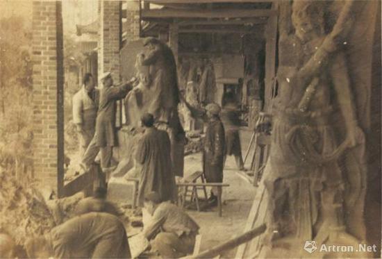 1957年,大足石刻翻制现场