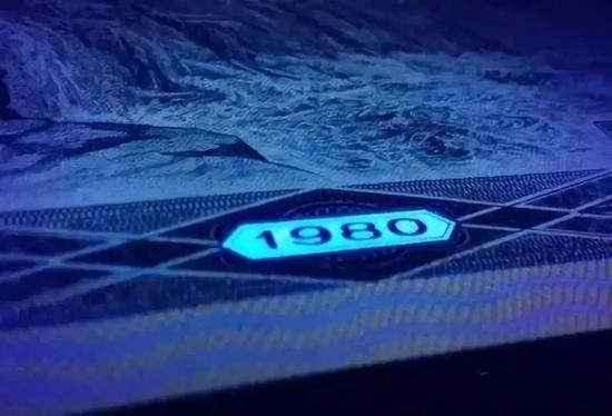 ▲挖补过的8050,会呈现本不该有荧光