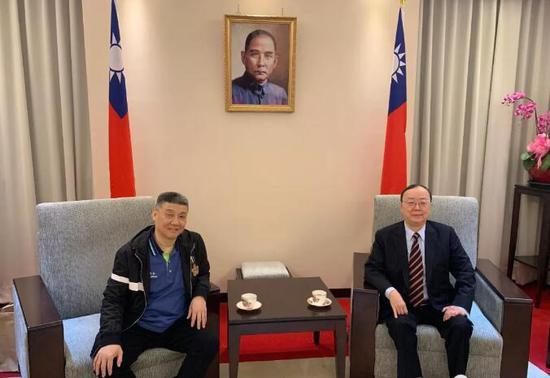 台湾工商联盟前主席、台北宜兴同乡会理事长吴嘉林(右)会见徐建元董事长